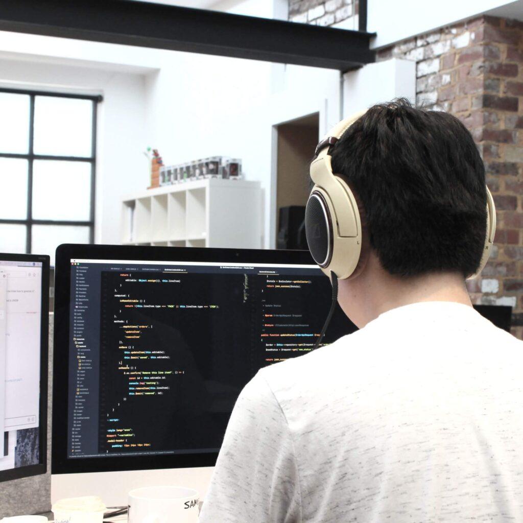 Wat is een online marketing bureau eigenlijk en wat kunnen ze voor jou doen?