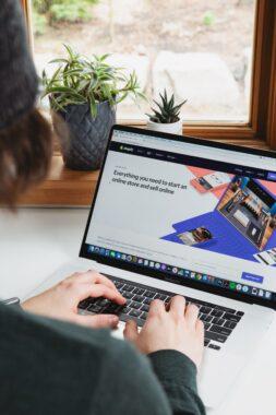 https://onlinemarketing.nl/marktplaatsen/hoe-werkt-verkopen-via-bol-com/